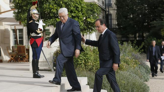 France's President Hollande escorts Palestinian President Mahmoud Abbas at the Elysee Palace in Paris