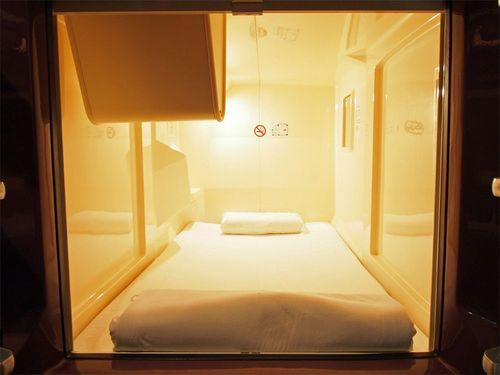 Recommended Reading: One Night in a Pod Hotel; Changing the Look of EU Buildings