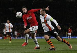 Manchester United's Van Persie is challenged by Shakhtar Donetsk's Srna during their Champions League soccer match at Old Trafford in Manchester
