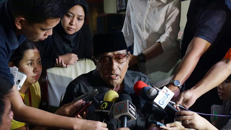Filipino Sultan Jamalul Kiram III of the southern Philippine province of Sulu, center, answers questions from reporters at his residence in suburban Taguig, south of Manila, Philippines on Sunday March 3, 2013. Gunmen ambushed and killed five Malaysian policemen as fears mounted that armed intruders from the southern Philippines had slipped into at least three coastal districts on Borneo island, officials said Sunday. Jamalul Kiram III told reporters that he was worried the violence in Sabah might spread because many Filipinos, especially followers of his sultanate in the southern Philippine, are upset by the killing of their compatriots in Lahad Datu. (AP Photo/Aaron Favila)