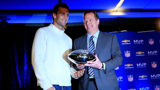 (L-R) Tom Brady of the New England Patriots stands with NFL Commissioner Roger Goodell and the Super Bowl XLIX MVP trophy during a press conference following the Patriots Super Bowl win on February 2, 2015 in Phoenix, Arizona