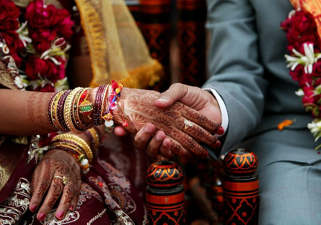 Abandoned wife ordered to live with male neighbour in India