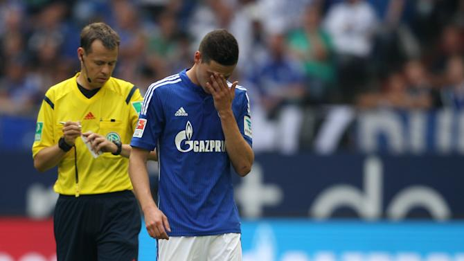 Schalke 04's Draxler reacts during the Bundesliga soccer match against Eintracht Frankfurt in Gelsenkirchen