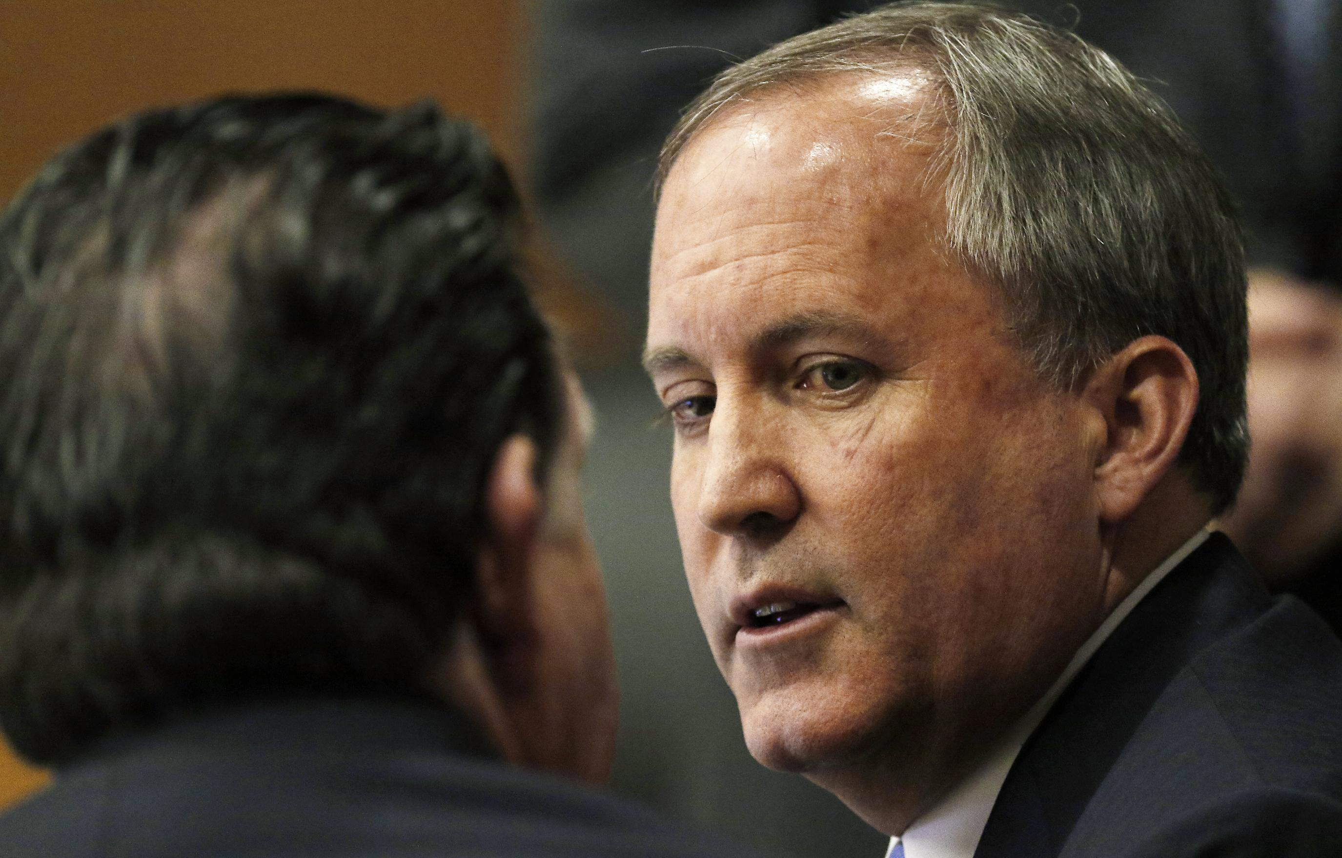 Indicted Texas attorney general asks judge to toss charges