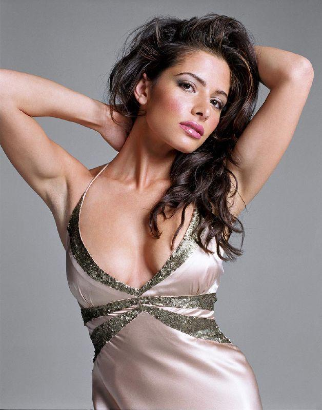 Sarah Shahi as Carmen on Showtime's The L Word.