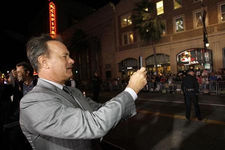 "Cast member Tom Hanks photographs fans at the premiere of ""Cloud Atlas"" at the Grauman's Chinese theatre in Hollywood, California October 24, 2012. The movie opens in the U.S. on October 26. REUTERS/Mario Anzuoni"