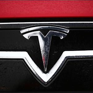 Tesla, NJ Governor Christie Clash Over Direct Sales To Customers