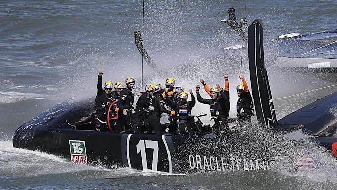 Oracle beats New Zealand to keep America's Cup