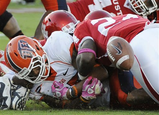 Sims' 3 TDs lift Houston over Rice 45-35
