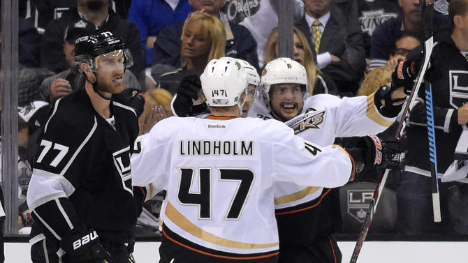 Selanne leads Ducks past Kings 3-2, back in series