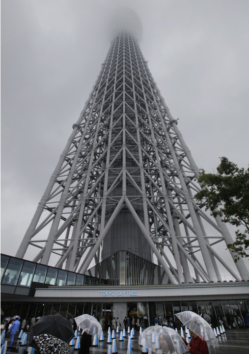 Visitors wait in front of the entrance of the Tokyo Skytree in Tokyo, Tuesday, May 22, 2012. The world's tallest tower and Japan's biggest new landmark opened to the public on Tuesday. (AP Photo/Itsuo