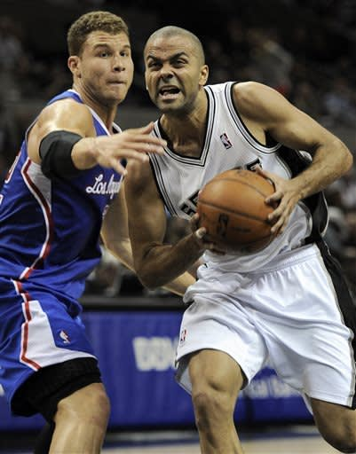 Duncan's 34 leads Spurs past Clippers, 104-102