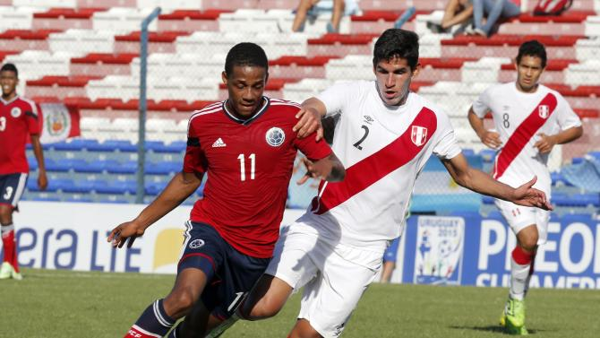 Colombia's Lucumi and Peru's Abram fight for the ball during their match for the final round of the South American Under-20 Championship in Montevideo