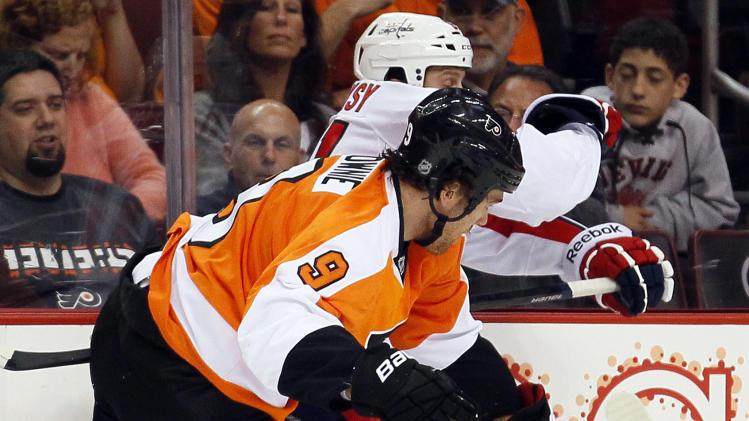 Capitals overwhelm 2 goalies in 7-0 rout of Flyers