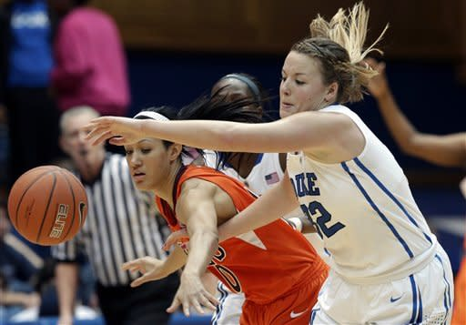 Williams keeps Duke women unbeaten with rout