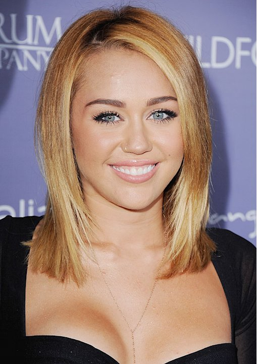 Miley Cyrus's Classy, Smooth Blond Bob: Get The Look