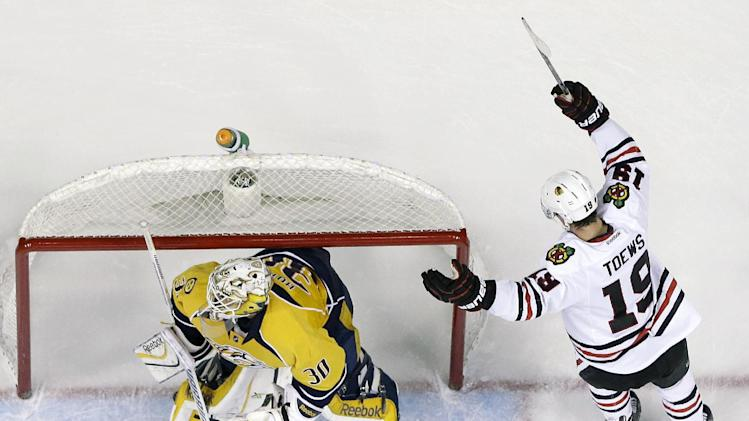 Blackhawks sink Predators 3-1