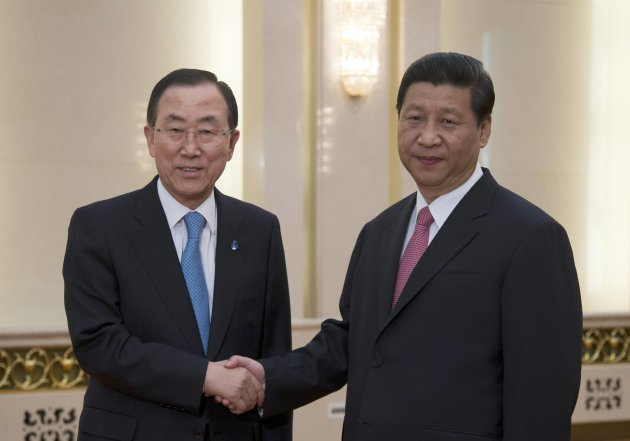 UN Secretary General Ban Ki-moon shakes hands with Chinese President Xi Jinping upon arrival for a meeting at the Great Hall of the People in Beijing
