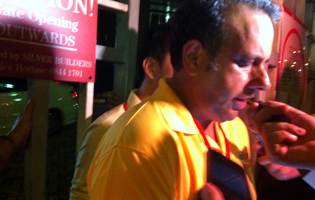 Kenneth Jeyaretnam stayed at the counter centre till the results were announced on Saturday. (Yahoo! photo)