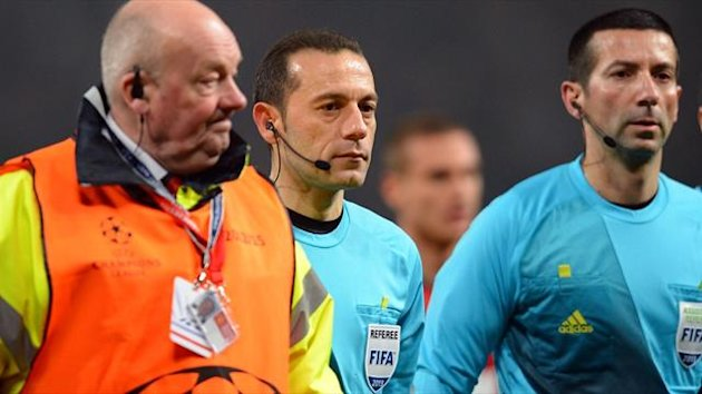 Turkish referee Cuneyt Cakir (C) leaves the field after the Champions League match between Manchester United and Real Madrid at Old Trafford (AFP)