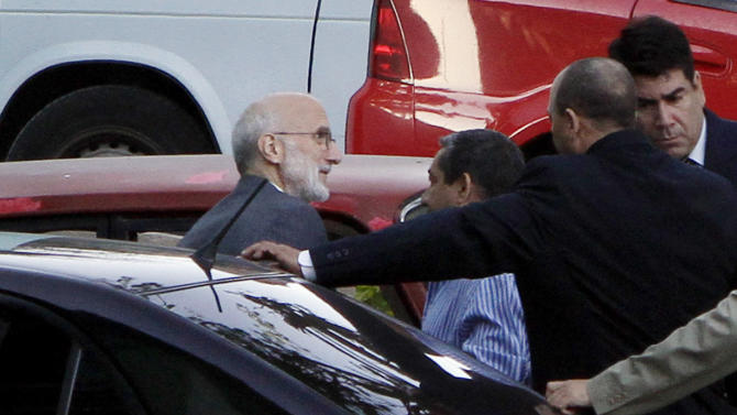 FILE - In this March 5, 2011, file photo Cuban security forces arrive with USAID subcontractor Alan Gross, left, outside the courthouse in Havana, Cuba, where he is to stand trial.  Gross sits in a military prison hospital. His family says he has lost about 100 pounds and they express concern about his health. All the U.S. diplomatic attempts to win his freedom have come up empty and there is no sign that Cuba is prepared to act on appeals for a humanitarian release. (AP Photo/Franklin Reyes, File)