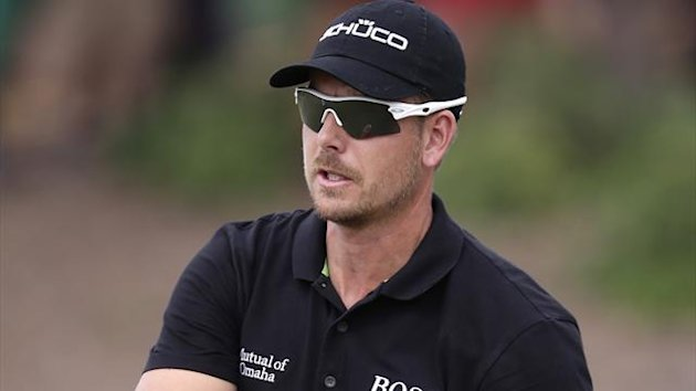 Henrik Stenson from Sweden raises his ball in response to applause after sinking a putt during the final round of DP World Golf Championship, in Dubai, Egypt, Sunday, Nov. 17, 2013. (AP Photo/Hassan Ammar)