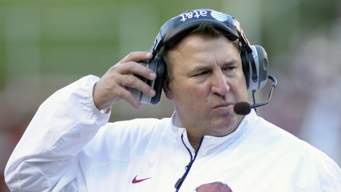 Arkansas' Bielema to turn focus back on the field