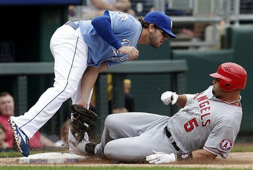 Trumbo, Haren lead Angels past Royals, 4-3