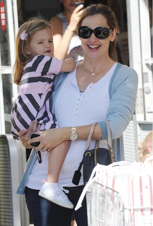 Being a human jungle gym like Jennifer Garner apparently doesn't stop her from looking cute at the market. A crisp white henley is casual, yet put-together under a striped cardigan and teamed with cla