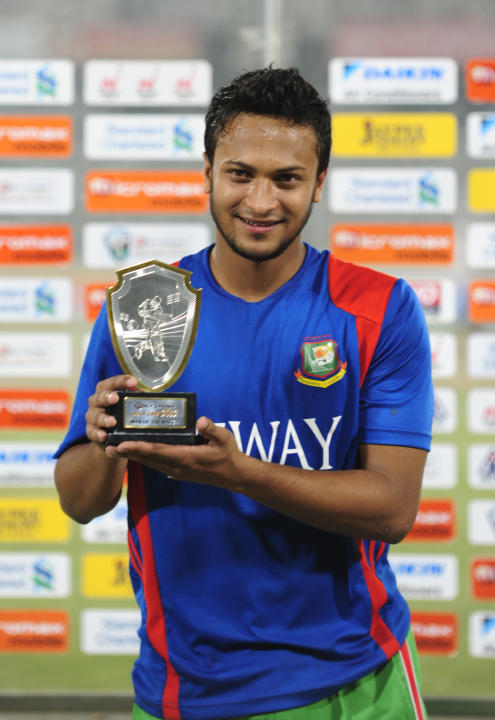 Bangladeshi cricketer Shakib Al Hasan holds the man of the match trophy on March 16, 2012 following the one day international (ODI) Asia Cup cricket match between India and Bangladesh at the Sher-e-Ba