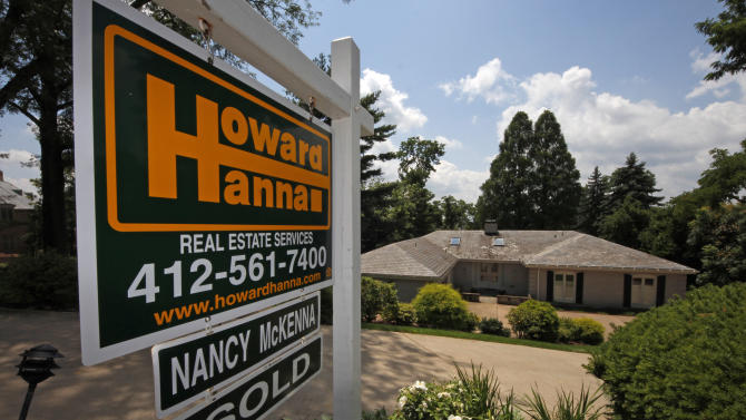 Pending sales of US homes slip but remain solid
