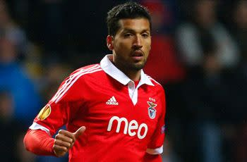 Manchester United stun Garay with £6m salary offer