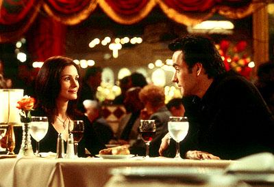 Julia Roberts as Kiki Harrison and John Cusack as Eddie Thomas in Columbia's America's Sweethearts