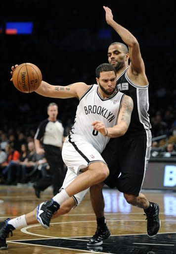 Parker, Spurs dominate 2nd half in rout of Nets