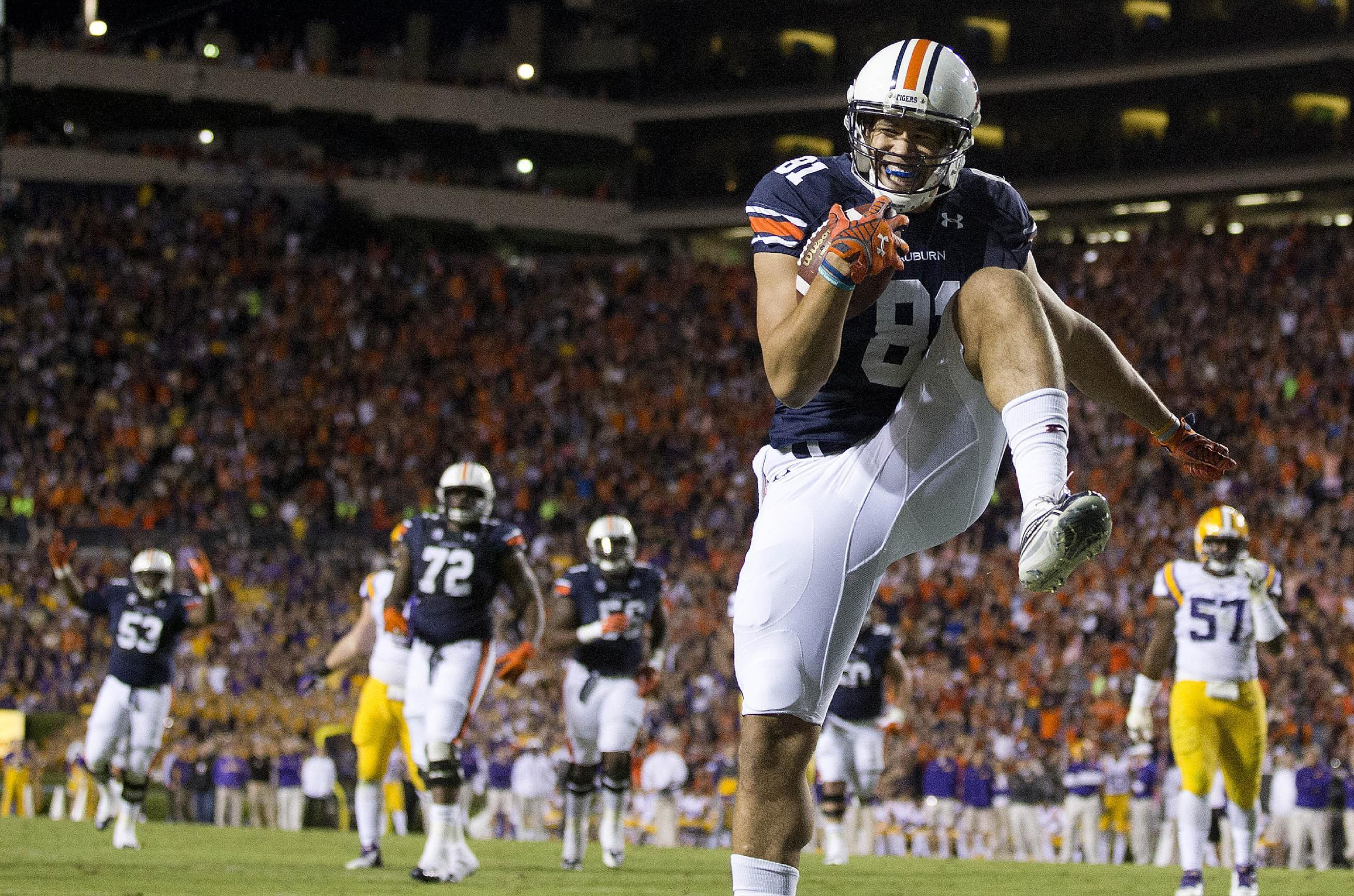 VOD: Watch former Auburn TE C.J. Uzomah ride (and fall off) a horse