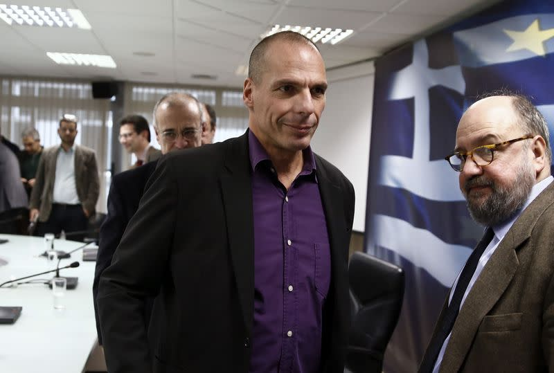Greece wants immediate talks with Troika on bailout, eyes follow-up deal