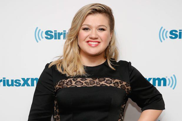 Kelly Clarkson Addresses Fat Shaming From British TV Personality With Awesome Response