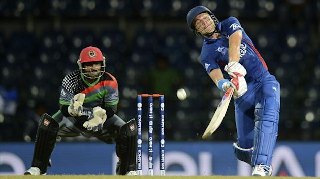 ngland's Luke Wright (R) hits out watched by Afghanistan's Mohammad Shahzad during their ICC World Twenty20 group A cricket match at the R Premadasa Stadium in Colombo September 21, 2012 (Reuters)
