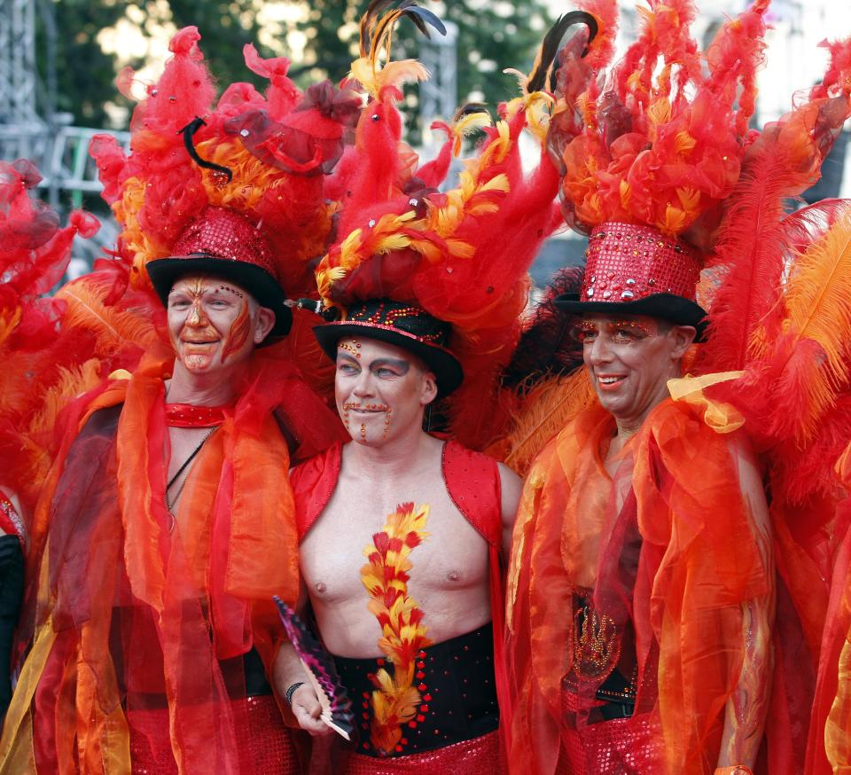 Guests in fancy costumes arrive for the opening ceremony of the 20th Life Ball in front of the city hall in Vienna, Austria, on Saturday, May 19, 2012. The Life Ball is a charity gala to raise money for people living with HIV and AIDS. (AP Photo/Ronald Zak)