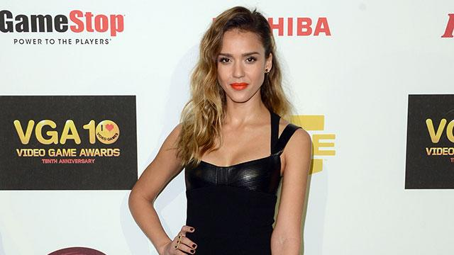 Jessica Alba's Weight Loss Secret: A Double Corset