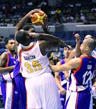 Meralco's Eric Dawson gets hacked by Air21's Mike Dunigan. (Nuki Sabio/PBA Images)