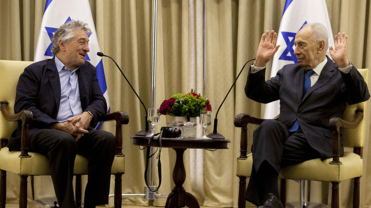Israel's President Shimon Peres, right, gestures during a meeting with U.S. actor Robert De Niro at the President's residence in Jerusalem Tuesday, June 18, 2013. (AP Photo/Sebastian Scheiner)