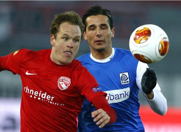 FC Thun's Lukas Schenkel fights for the ball with Racing Genk's Youssef Makraou in Thun