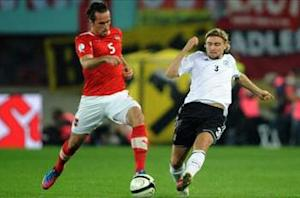 Low apologizes for criticizing defender Schmelzer