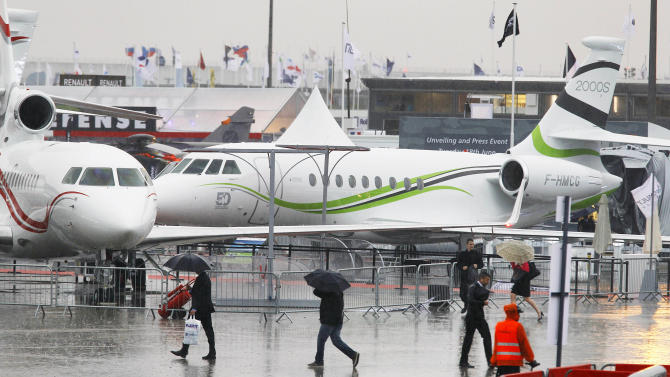 Long-haul jets get boost at Paris Air Show