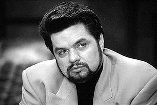 Oliver Platt as Fulvio Nesstra in Hollywood Pictures' Gun Shy