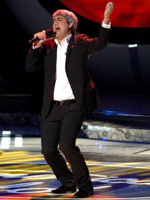 Taylor Hicks performs on March 14 FOX's American Idol