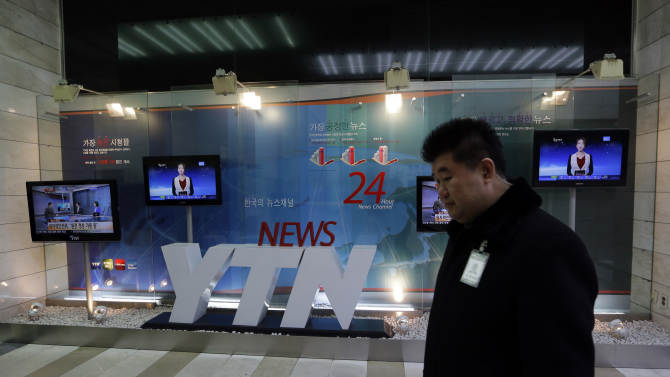 A YTN security person walks after the TV station's computer networks were paralyzed at its headquarter in Seoul, South Korea, Wednesday, March 20, 2013. Computers networks at two major South Korean banks and three top TV broadcasters went into shutdown mode en masse Wednesday, paralyzing bank machines across the country and prompting speculation of a cyberattack by North Korea. (AP Photo/Lee Jin-man)