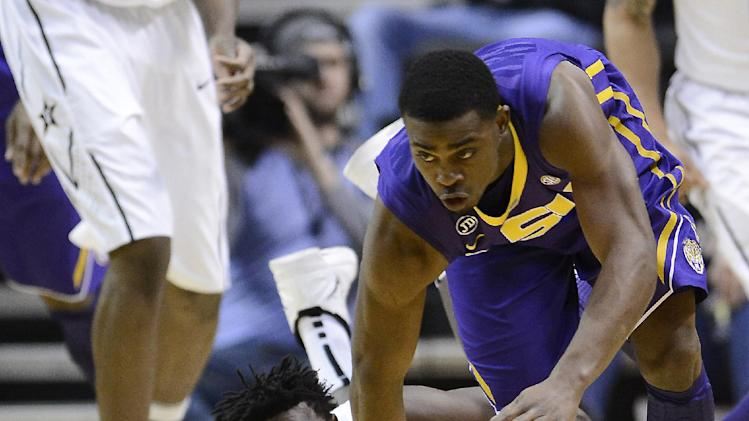 LSU rallies from 16 down, beats Vanderbilt 57-51