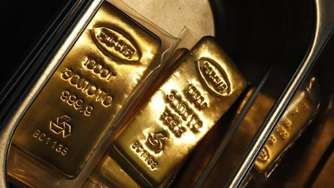 Gold ingots of 999 purity are seen at the Adamas jewellery factory in Moscow, June 28, 2013. REUTERS/Sergei Karpukhin/Files